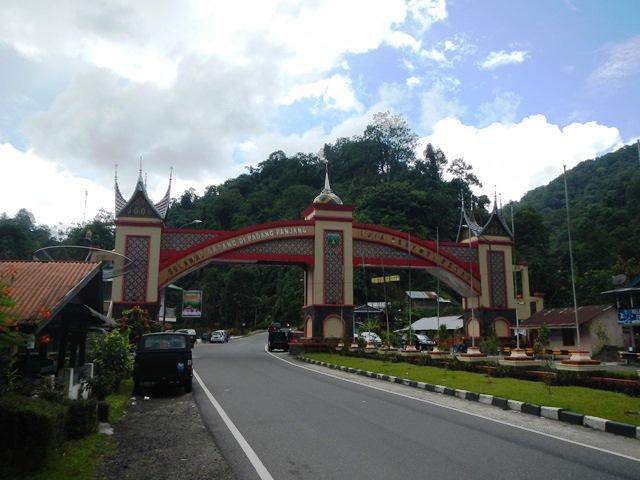 Gapura Selamat Datang di Kota Padang Panjang