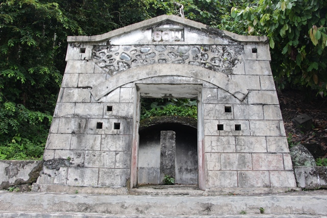 Benteng kedua, bentuknya seperi atap rumah dimana tertulis BOW, benteng ini menjadi tempat favorit untuk berfoto