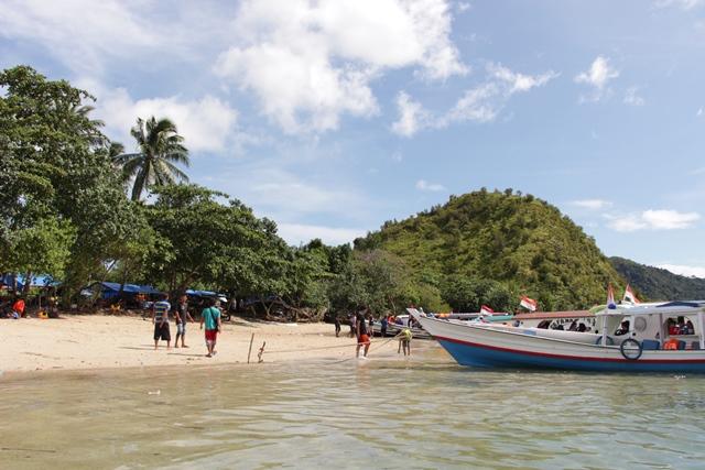 Pulau Setan, salah satu destinasi yang masuk ke dalam kawasan wisata Teluk Mandeh, Pesisir Selatan