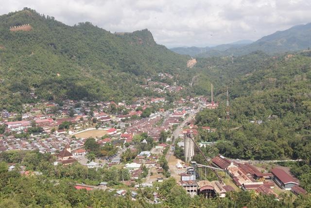 Kota Sawahlunto dilihat dari Puncak Cemara