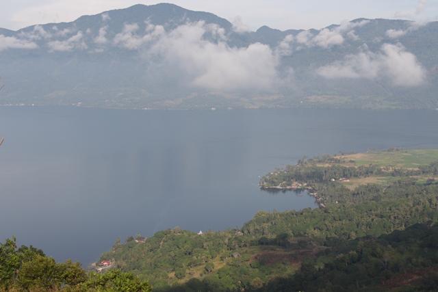 Panorama Danau Singkarak dari Puncak Bukit Aua Sarumpun