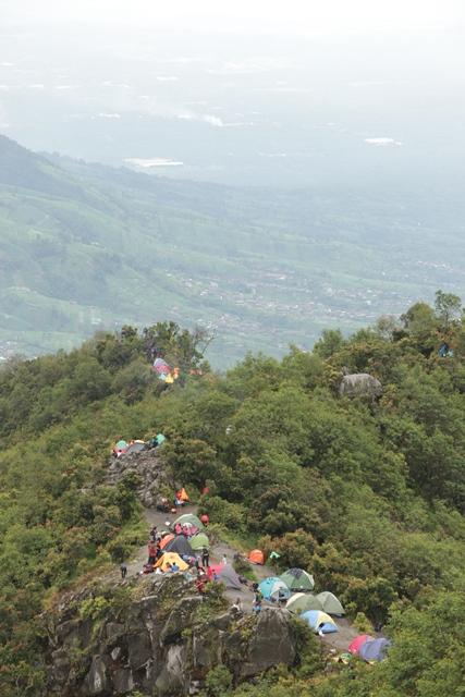 Tenda - tenda di Watu Gajah