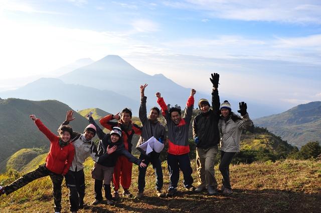 Dikala Musim Penghujan, Kami Mendaki Gunung Prau