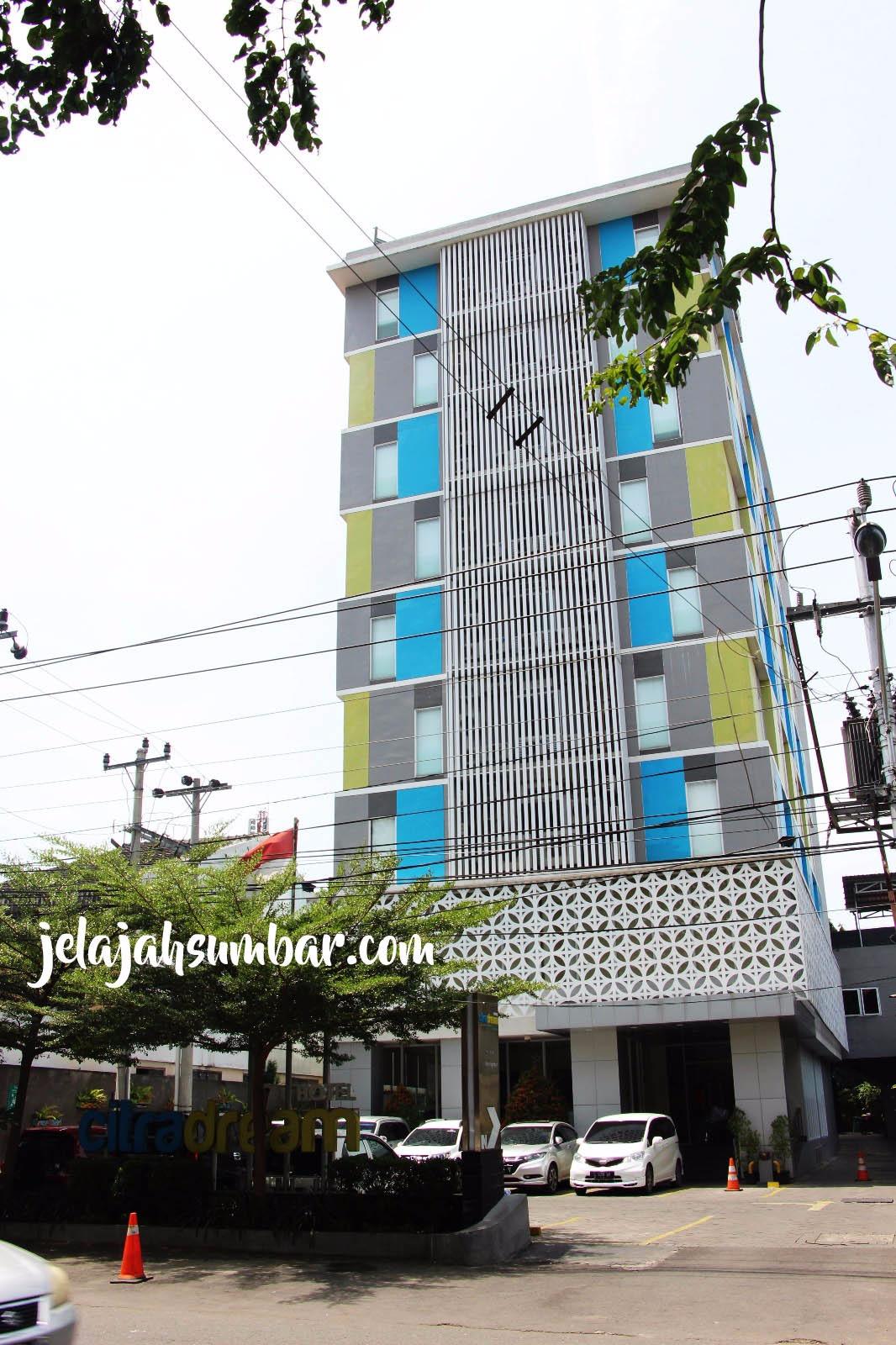 Hotel Citradream Semarang Berada Di Jalan Imam Bonjol Lokasinya Sangat Dekat Dengan Salah Satu Ikon Kota Yaitu Tugu Muda Dan Lawang Sewu